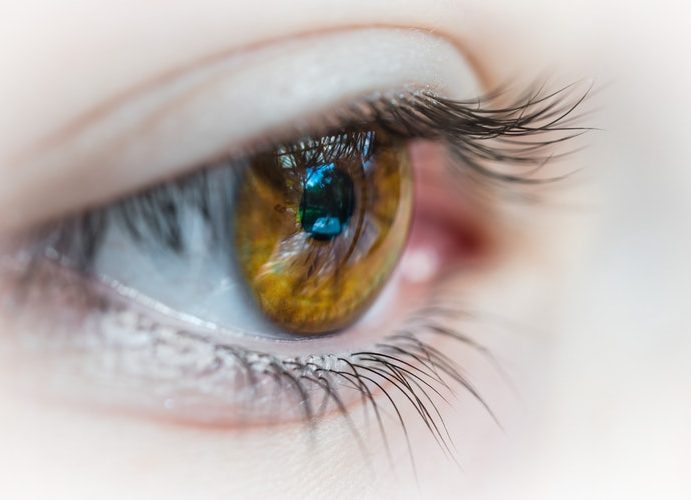 How to manage dry eyes