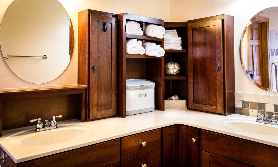 how to organize medicine cabinets